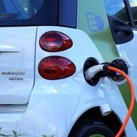 Kaum Ladepunkte für E-Autos in Mehrfamilienhäusern