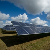 Hohe Beteiligung an erster Sonderausschreibung für Solarparks